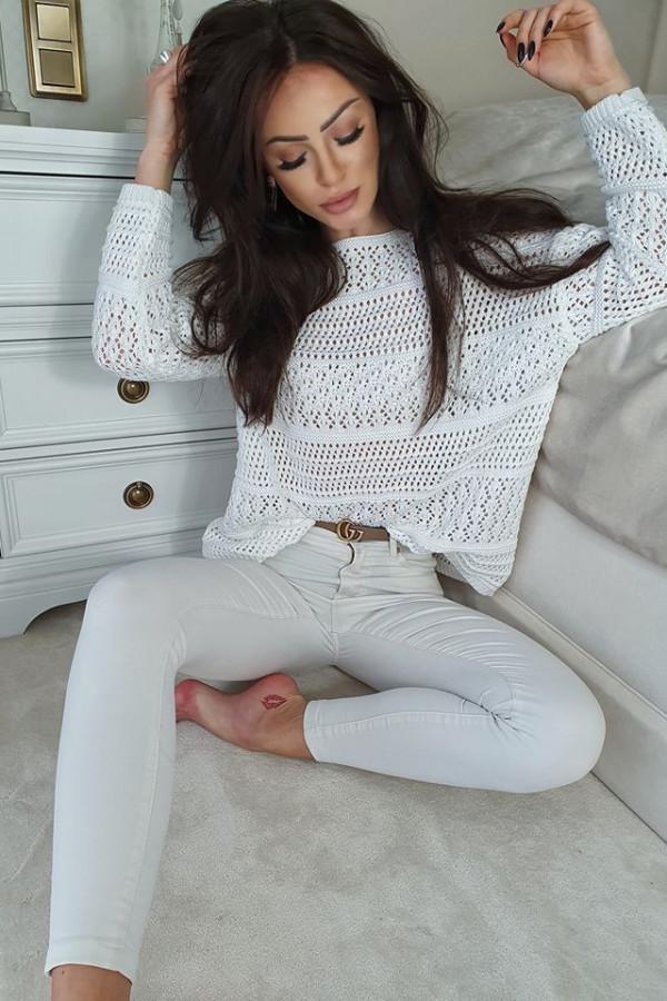Sweter oversize ażurowy biały