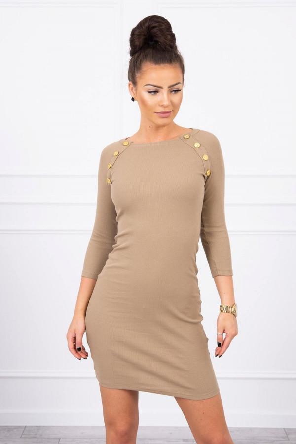 Sukienka z ozdobnymi guzikami camelowa