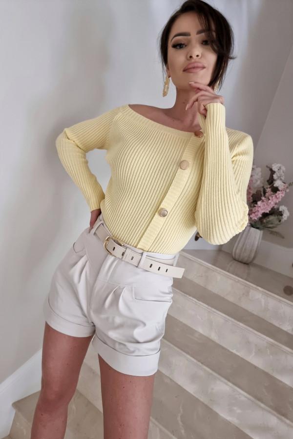 Sweter z asymetrycznym dekoltem Kim bananowy 1