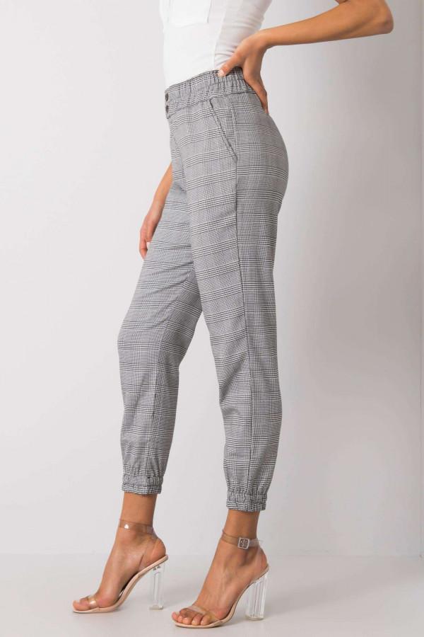Czarno-białe spodnie w kratę Esperanza 2