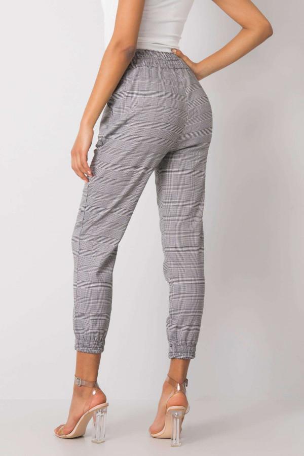 Czarno-białe spodnie w kratę Esperanza 3
