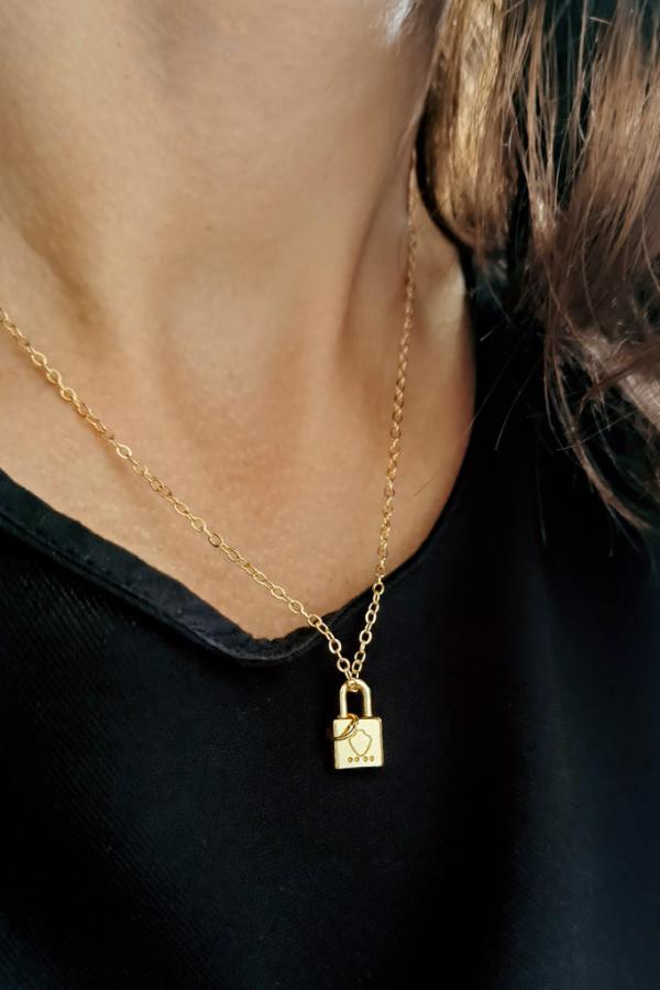 Naszyjnik delikatny wisząca kłódka złoto