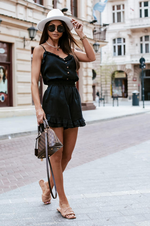 Piękne kombinezony i sukienki mini