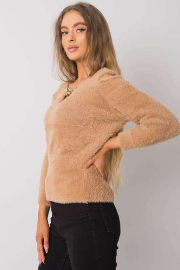 Camelowy sweter z wycięciami Leandre 1